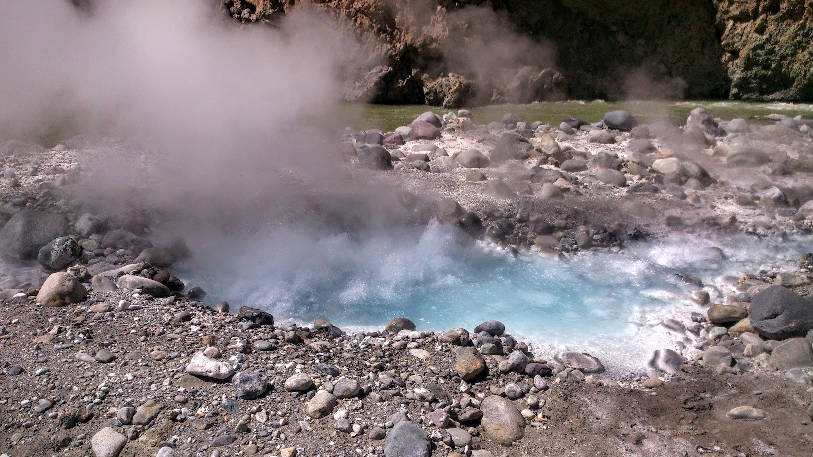 colca canyon geyser