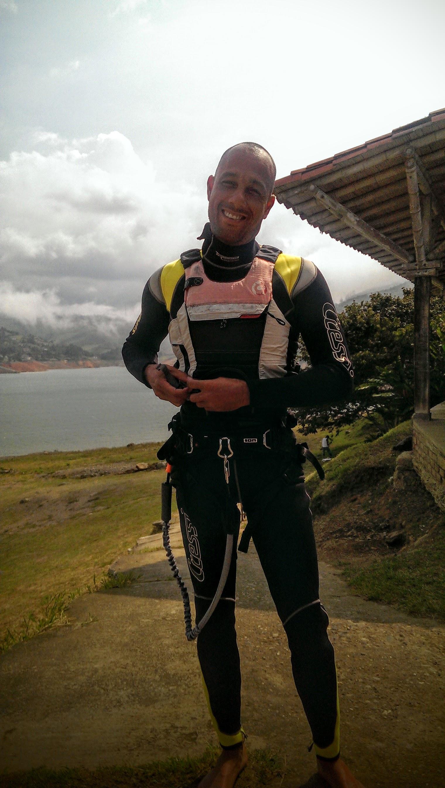 kitesurfing in lago calima